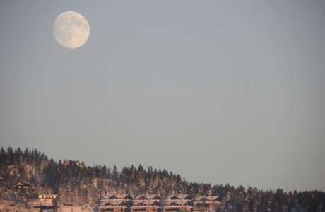 Big (almost full) moon over Holmenkollen