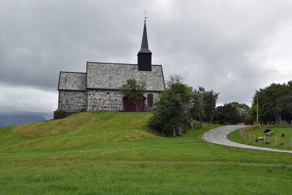 Edøy kirke
